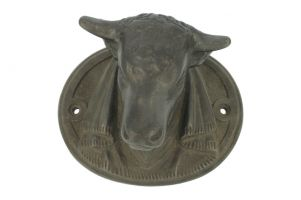 Cast iron bulls head replica. Size 17,5cm × 14cm