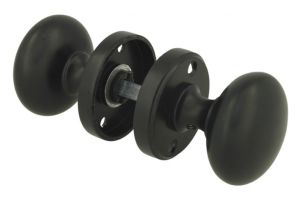 Pair of knobs round brass black with round rosettes
